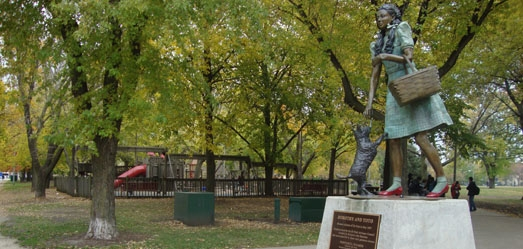Foto do site: http://www.chicagoparkdistrict.com/parks/Oz-Park/