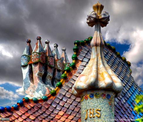 O dia está bom pra visitar São Jorge e seu Dragão na Casa Batlló, emBarcelona