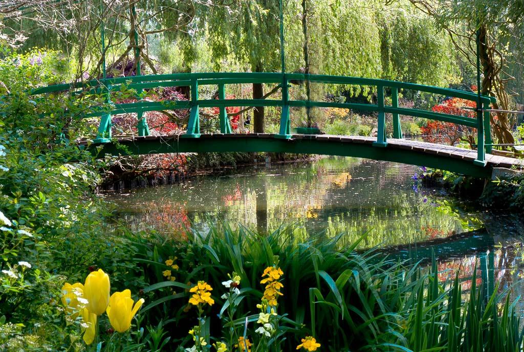 O dia está bom pra passear pelos jardins de Monet emGiverny