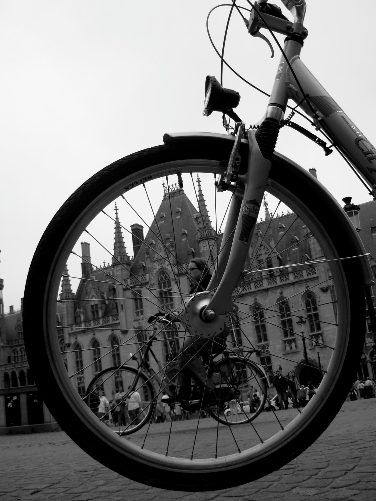 O dia está bom pra passear por Bruges, a cidade dasBruxas
