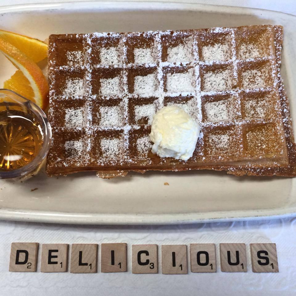 O dia está bom pra comer um waffle em Solvang, naCalifornia